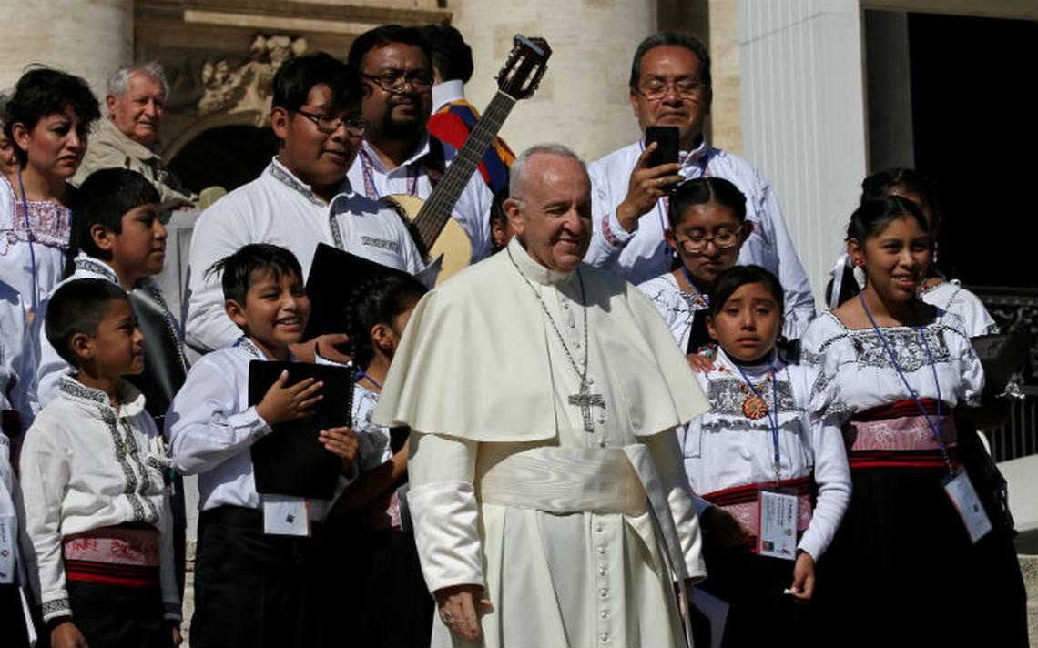 Papa manifiesta su cercanía con México tras sismo; reza con niños tlaxcaltecas por víctimas