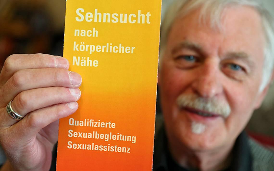 En busca de calor humano: ancianos alemanes pagan asistentes sexuales