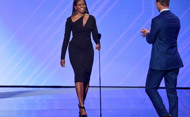 Michelle Obama reaparece e impacta con gran vestido