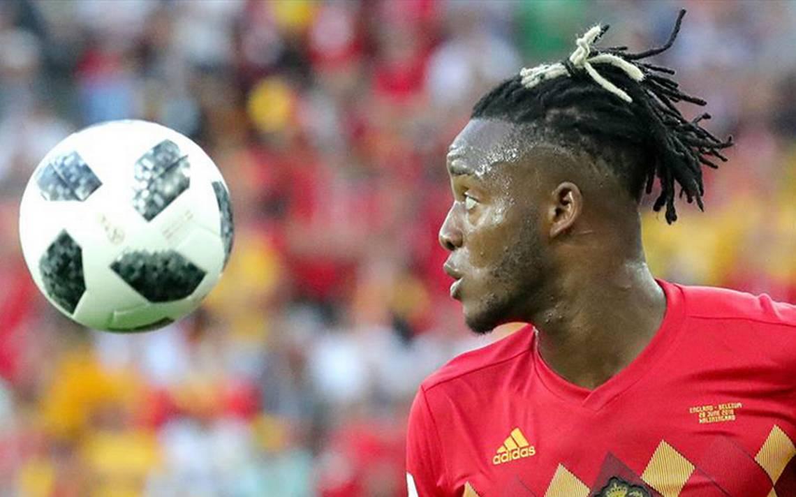 [Video] Así fue el balonazo que se dio en la cara Batshuayi al celebrar su gol