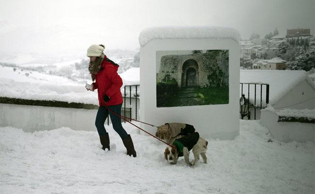 Una ola de frío polar deja nieve en las playas de España