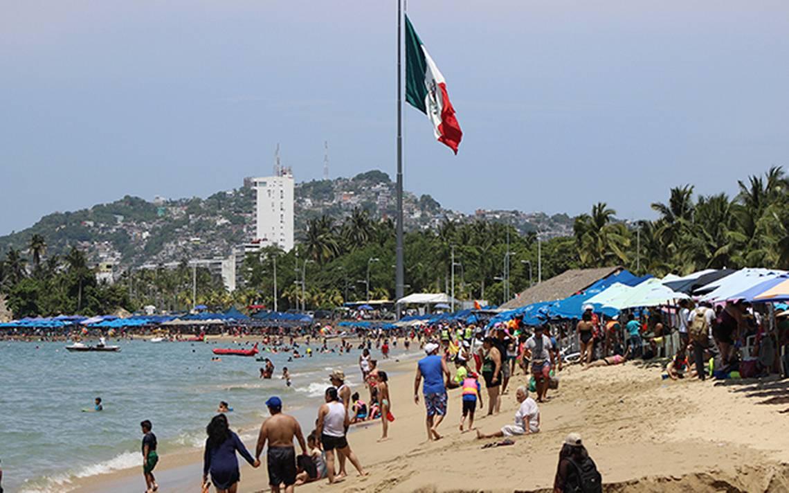 Vacacionistas se refrescan en Acapulco; registran 81% de ocupación hotelera