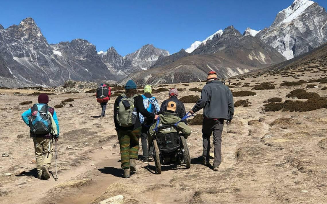 Por primera vez un hombre en silla de ruedas llega a un campo del Everest