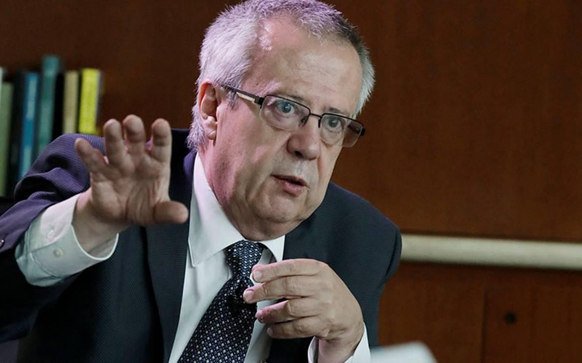 Urzúa ofrece responsabilidad y abre diálogo con inversionistas