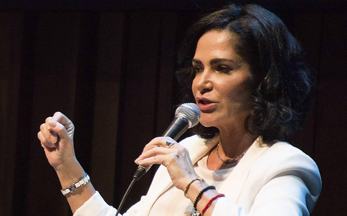 Lydia Cacho arremete contra presidente de la SCJN por su elevado sueldo
