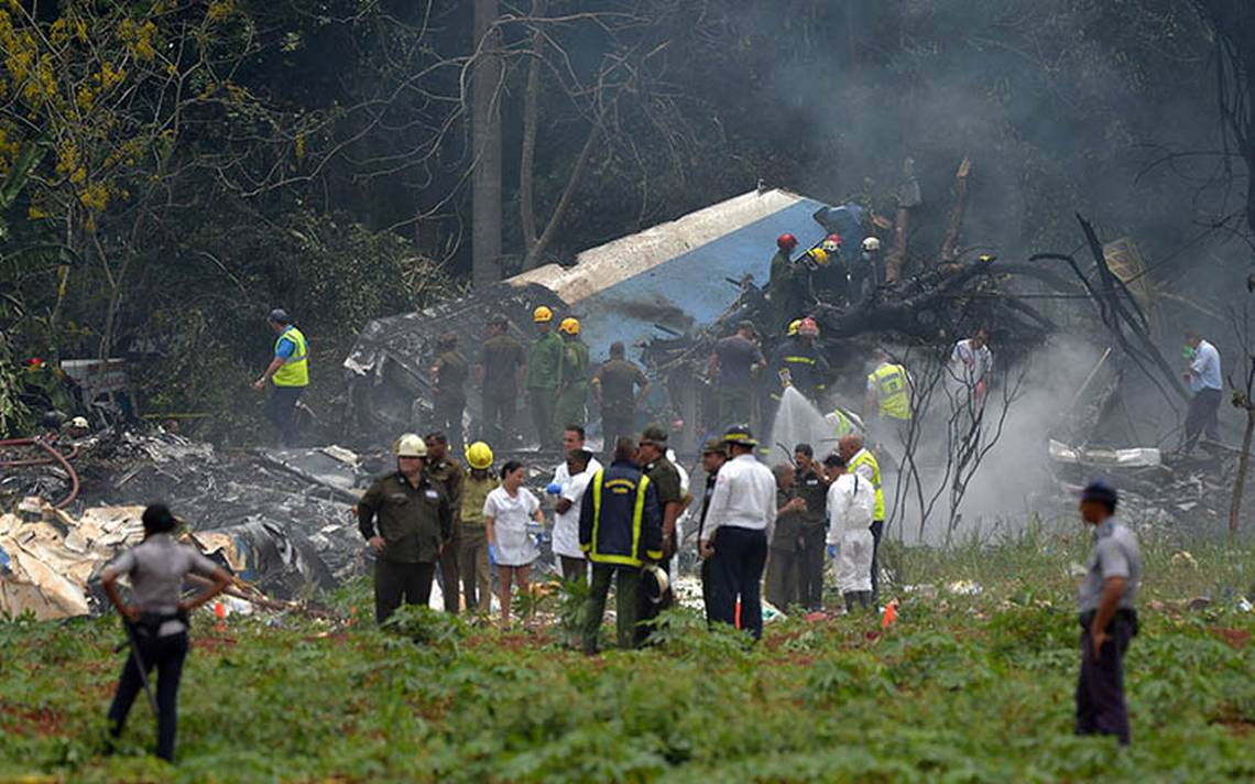 """[Videos] """"Venía de picada… explotó"""", vecinos narran cómo se estrelló avión en Cuba"""