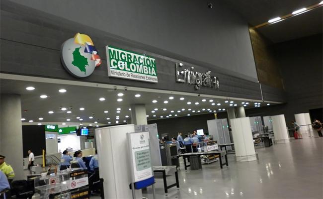 Colombia entrega a la DEA a mexicana buscada por Interpol