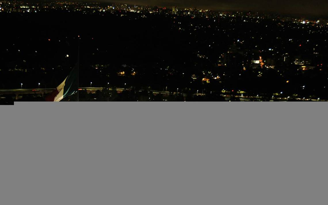 Peña Nieto encabeza iluminación del Lazo por México