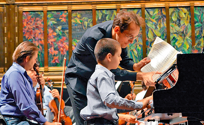 Niño pianista Sergio Vargas es ovacionado en el Palacio de Bellas Artes