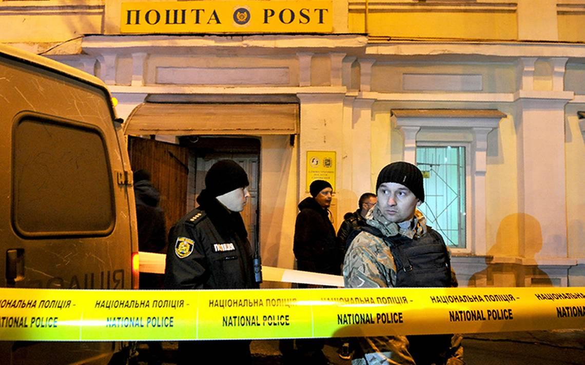 Policía irrumpe en oficina de correos y libera a rehenes en Ucrania