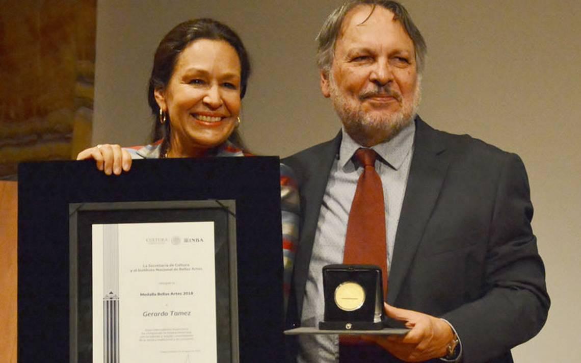 Recibe Gerardo Tamez la Medalla Bellas Artes