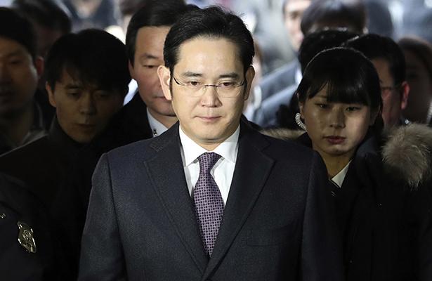 Fiscalía sudcoreana cita a dueño de Samsung por caso de soborno