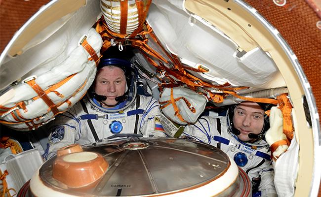 Astronautas francés y ruso vuelven a la Tierra tras 200 días en el espacio