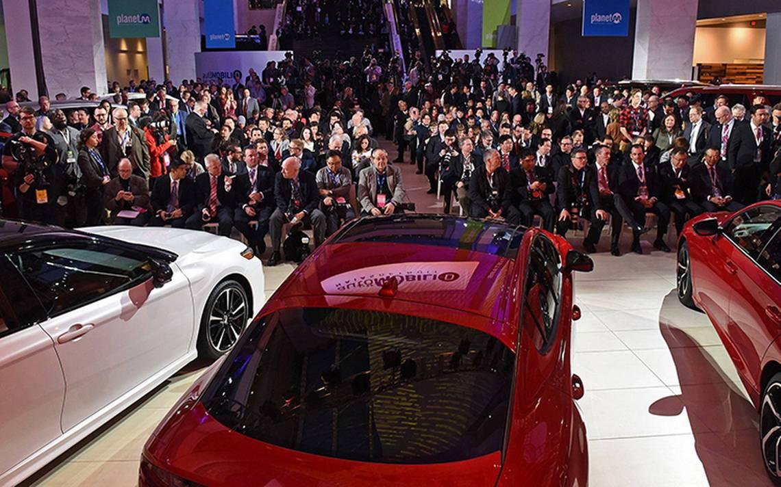 Escaparate futurista, así arrancó el Salón Internacional del Automóvil 2018
