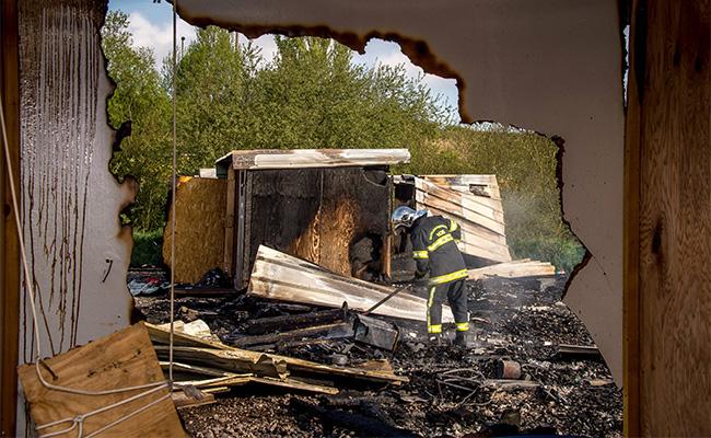 Incendio destruye campamento de mil 500 refugiados en Francia