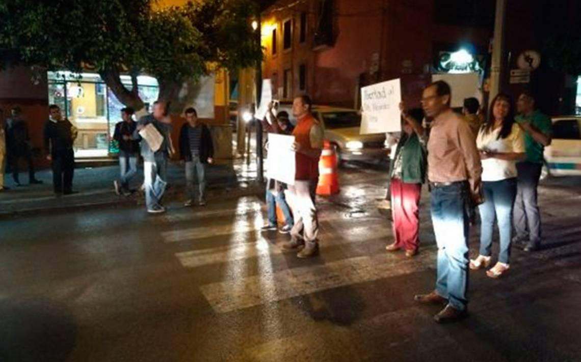 [Video] Integrantes del FAM protestan y exigen libertad de exrector de la UAEM