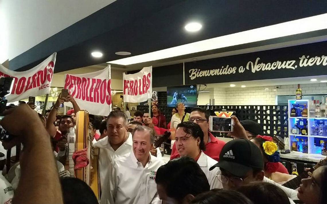 Entre limpias y son jarocho, reciben en Veracruz a Meade