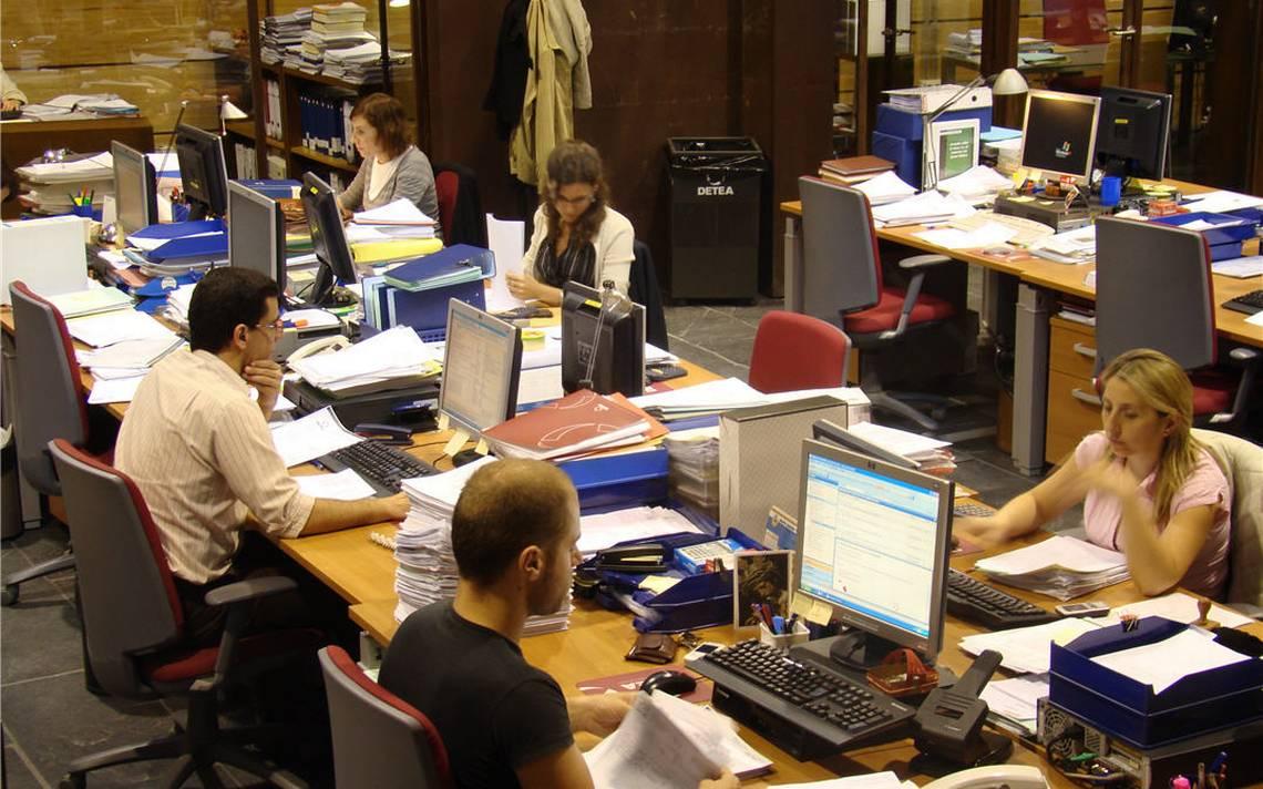 Noviembre registra crecimiento de empleo en EU; salarios repuntaron