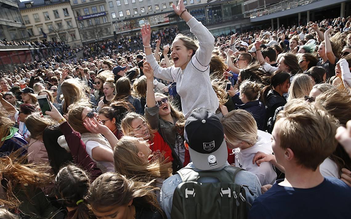 [Video] Emotiva despedida para Avicii en Estocolmo