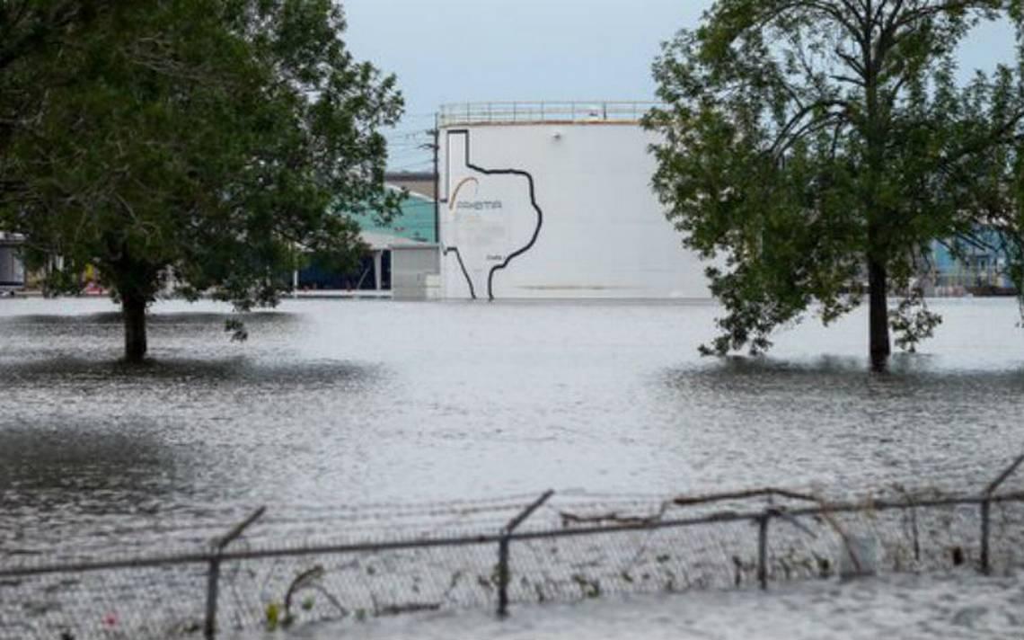 Planta de químicos en Houston afectada por Harvey registra explosiones