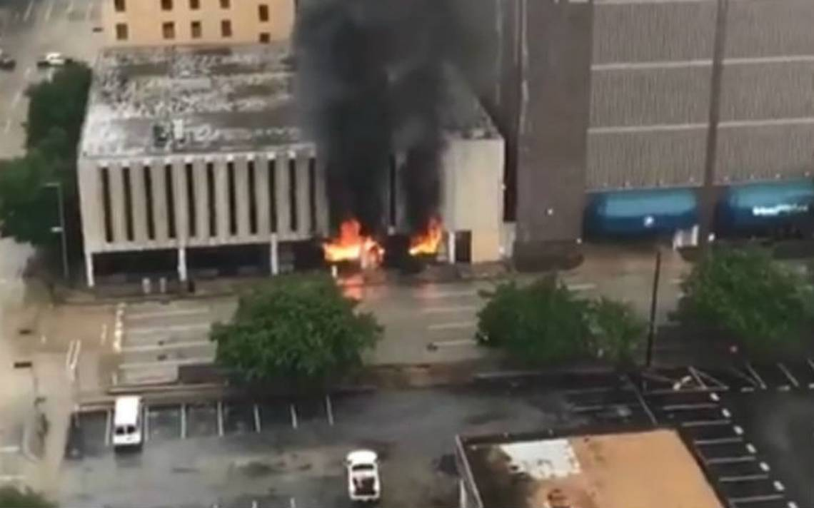 Se registra explosión en edificio del centro de Houston
