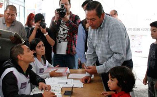 Luis Miranda no aparece en la lista nominal y no pudo votar