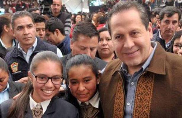 Inicia Eruviel Ávila entrega  de vales para útiles escolares