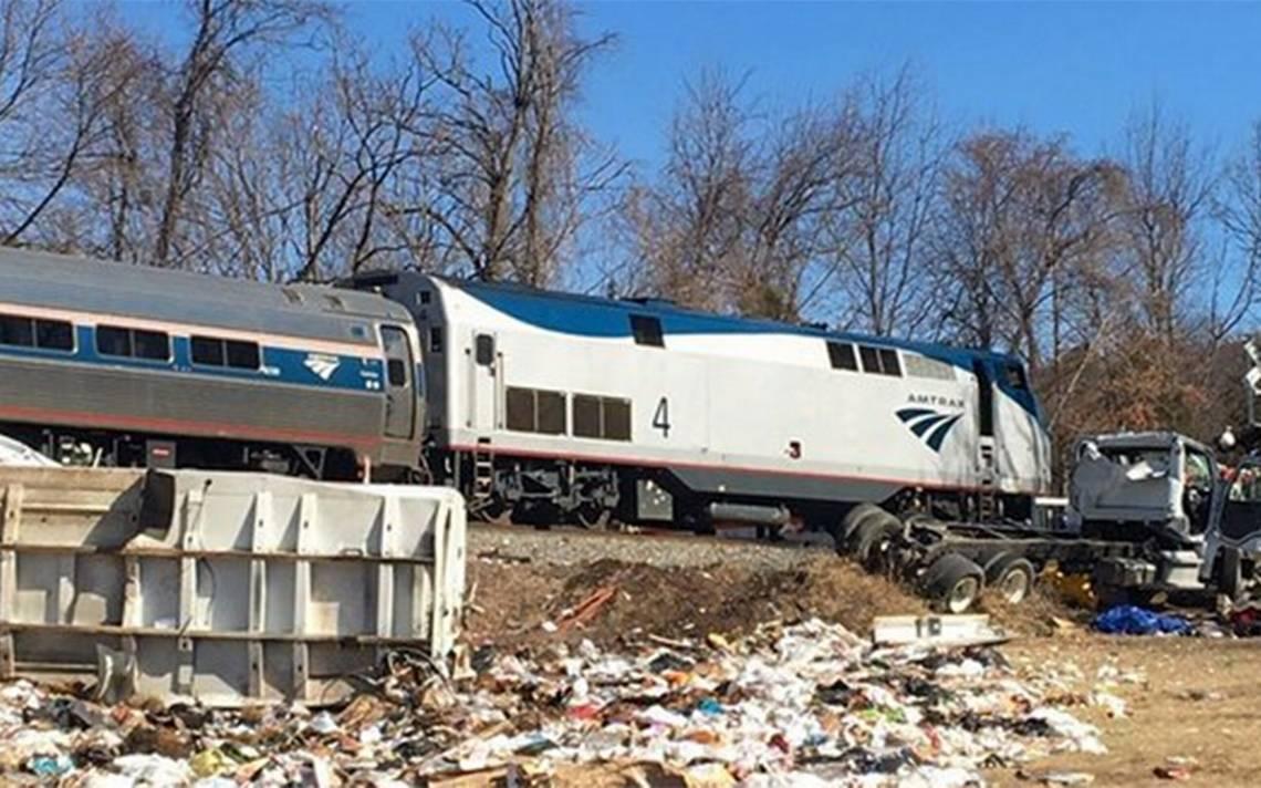 Tren con legisladores a bordo choca contra un camión en EU