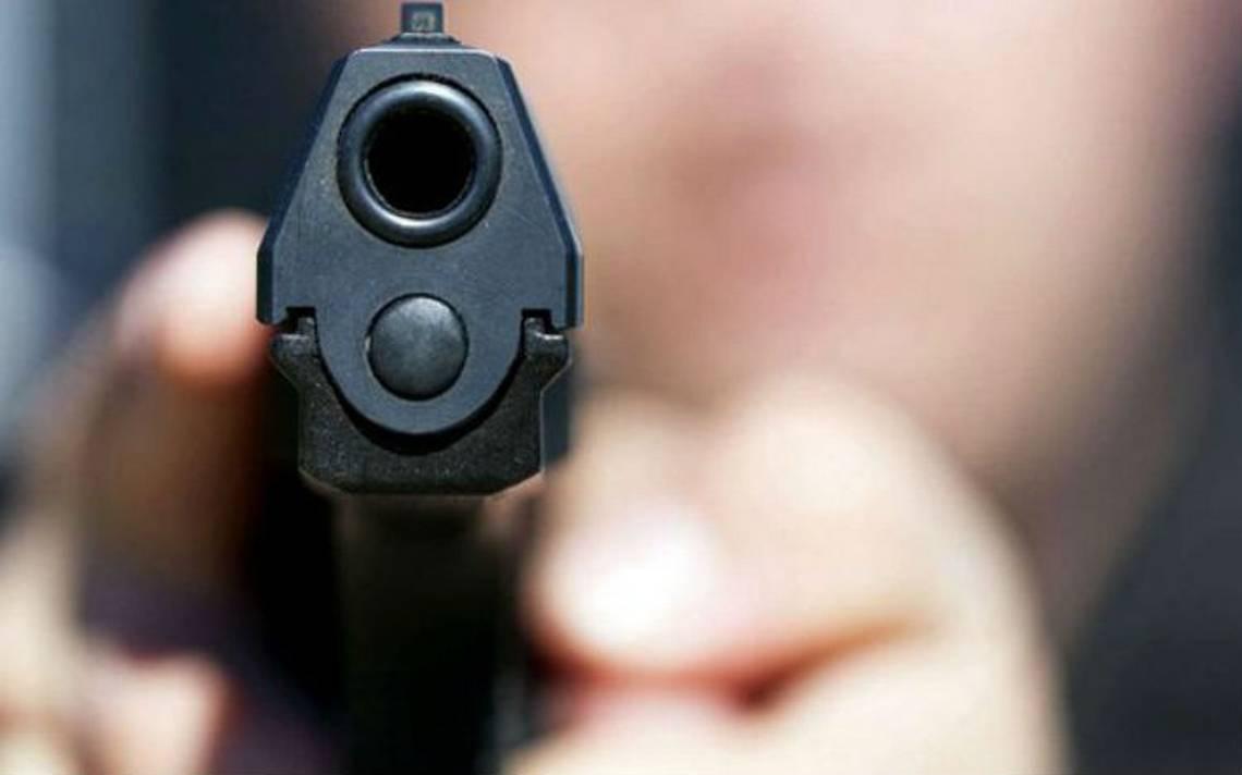 Mientras jugaba con una pistola, joven le dispara a su amigo y lo transmite por Facebook Live
