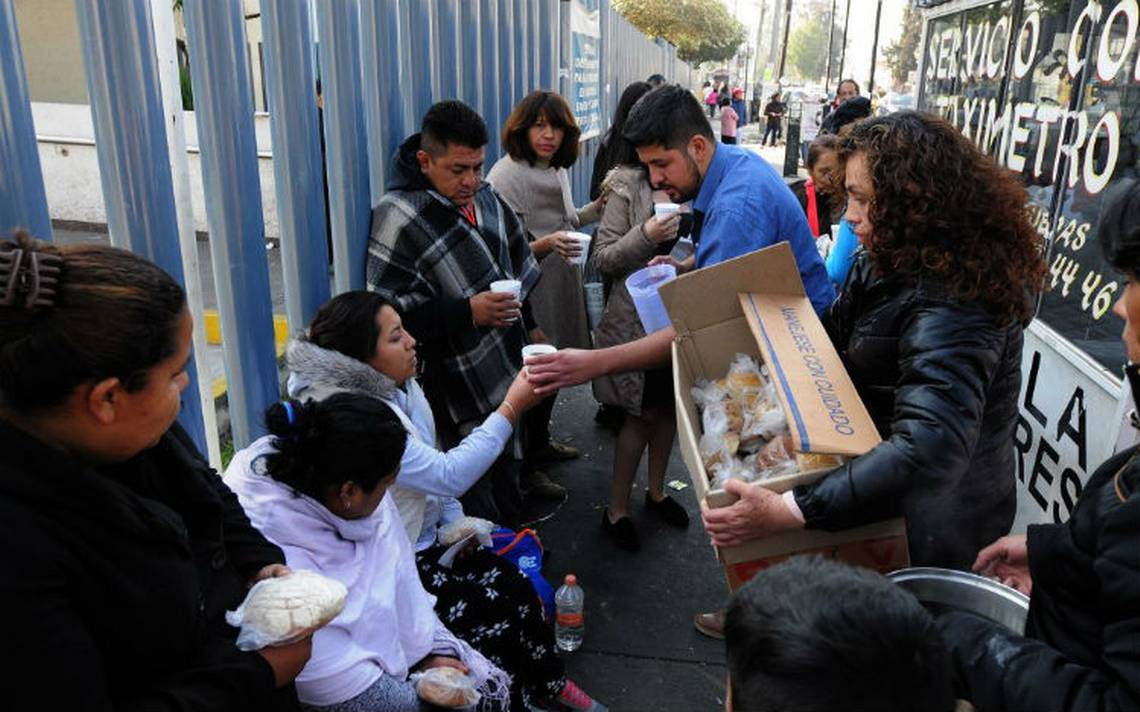 Comparten alimentos en hospital de Coacalco por Navidad