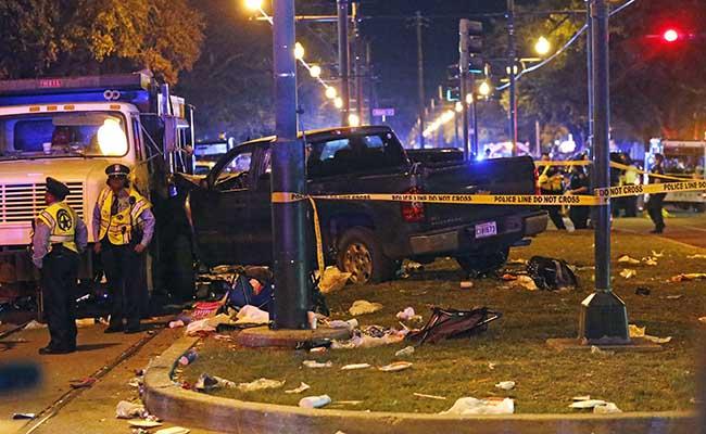 Auto arrolla a multitud en Mardi Gras de Nueva Orleans; hay 28 heridos
