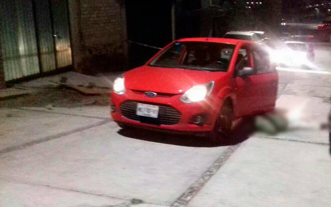 Asesinan a hombre en su auto en Atlacomulco