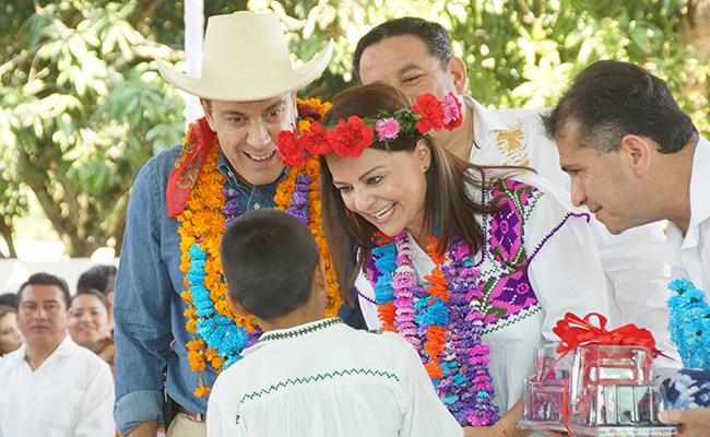 Niños indígenas de Hidalgo reciben apoyo