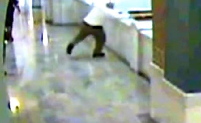 Hombre salta al vacío antes de ser enjuiciado en Ohio