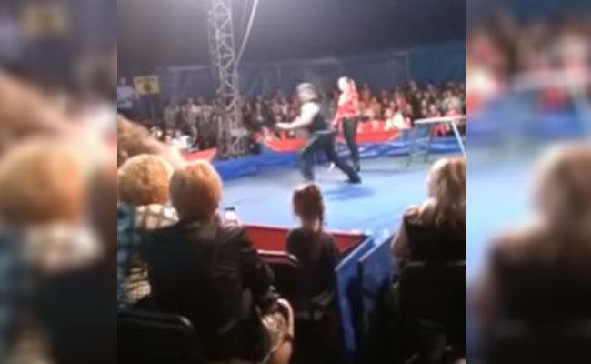 [Video] Oso ataca a público en plena función de circo en Rusia