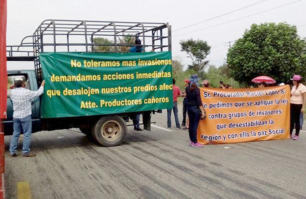 Campesinos de Chiapas bloquean carretera