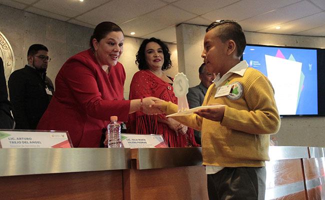 Premian a alumnos de Hidalgo por Himno Nacional y Símbolos Patrios