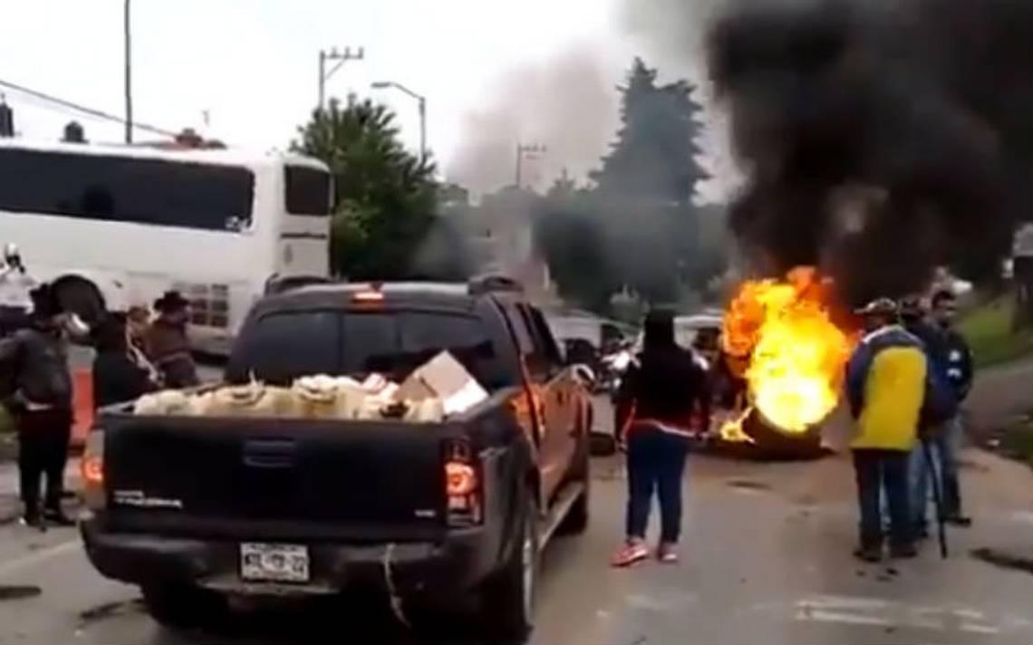 Bloquean la México-Cuernavaca tras muerte de un bebé en un autobús de pasajeros