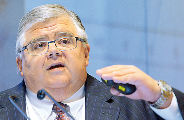 Es adecuado retirar el subsidio a las gasolinas, considera Agustín Carstens