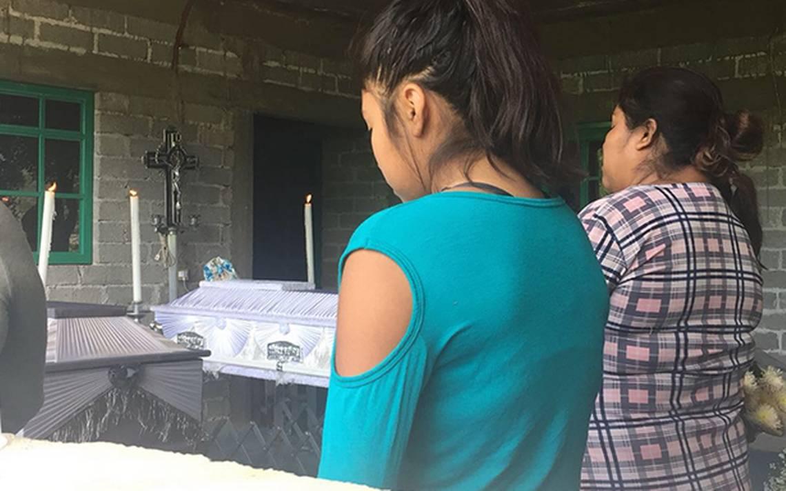 Con lágrimas y sentimiento de impotencia, familiares dan último adiós a linchados en Puebla