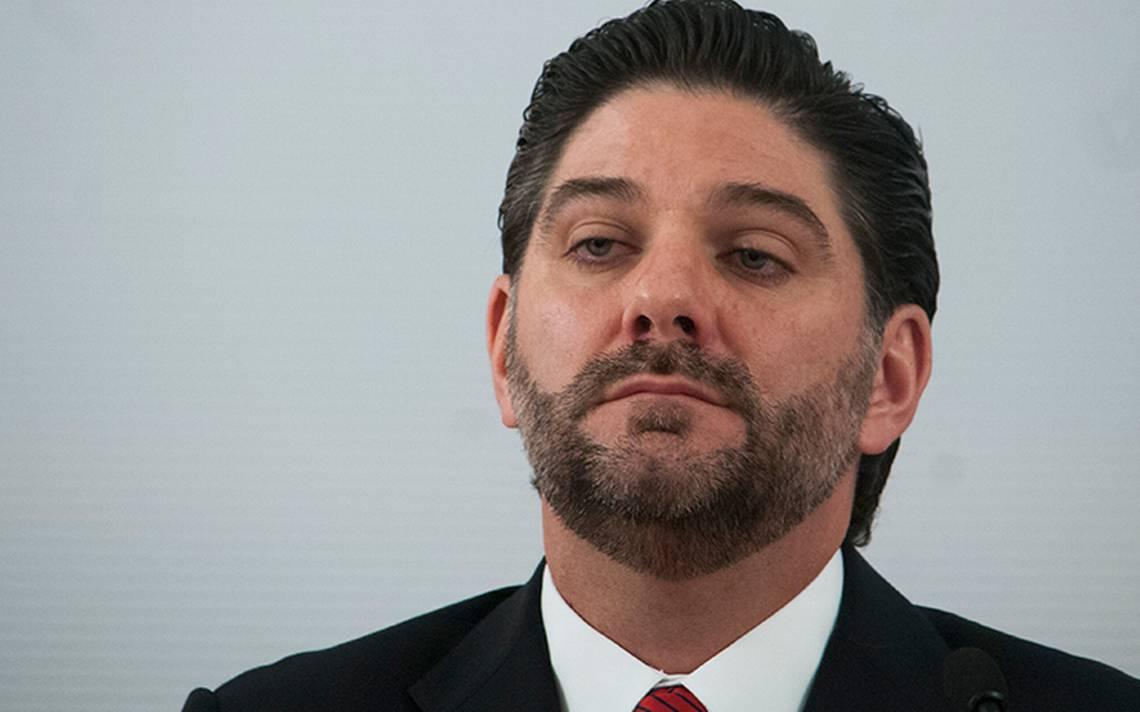 Por intereses personales, González Aguadé renuncia a la Comisión Nacional Bancaria y de Valores