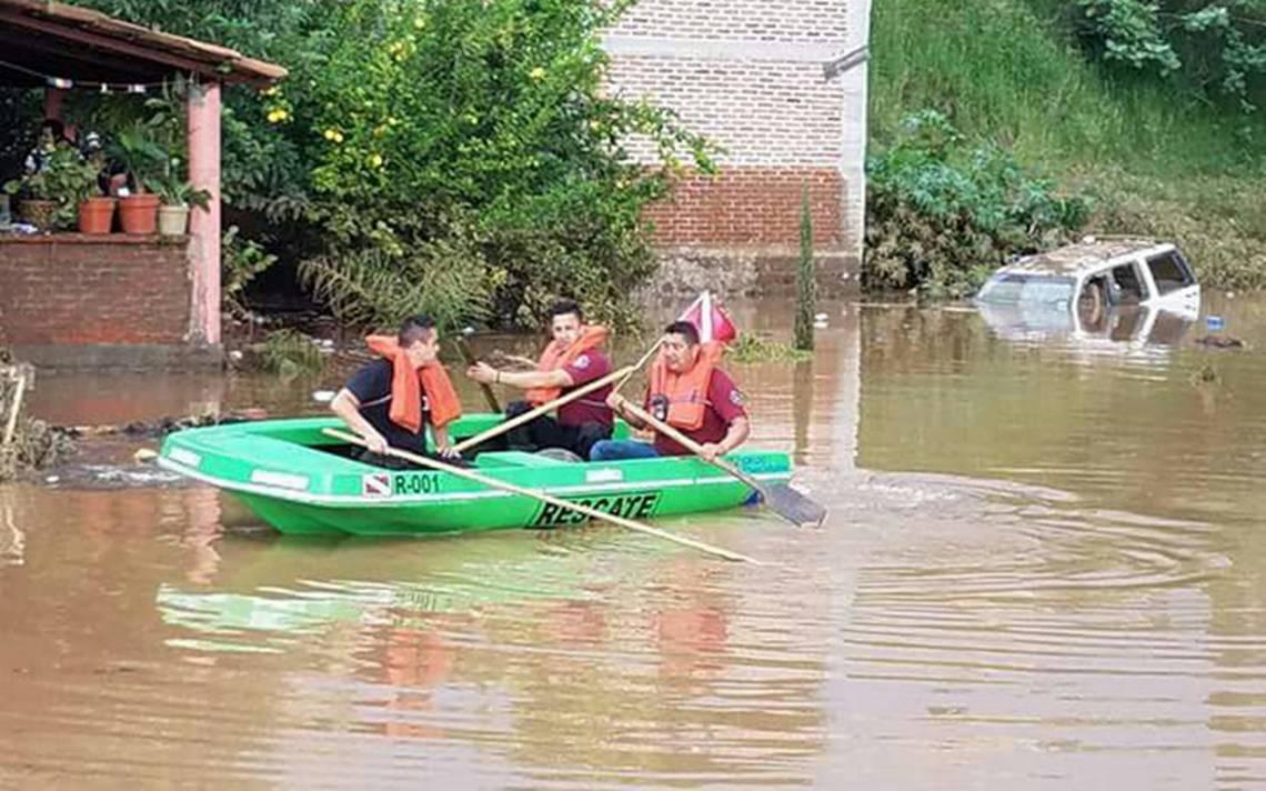 Se desbordan ríos en Michoacán y Jalisco; afectan a más de 50 familias