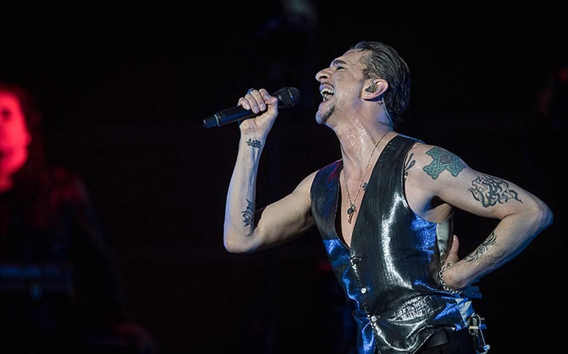 Depeche Mode regresa y prende a 65 mil fanáticos en la CDMX