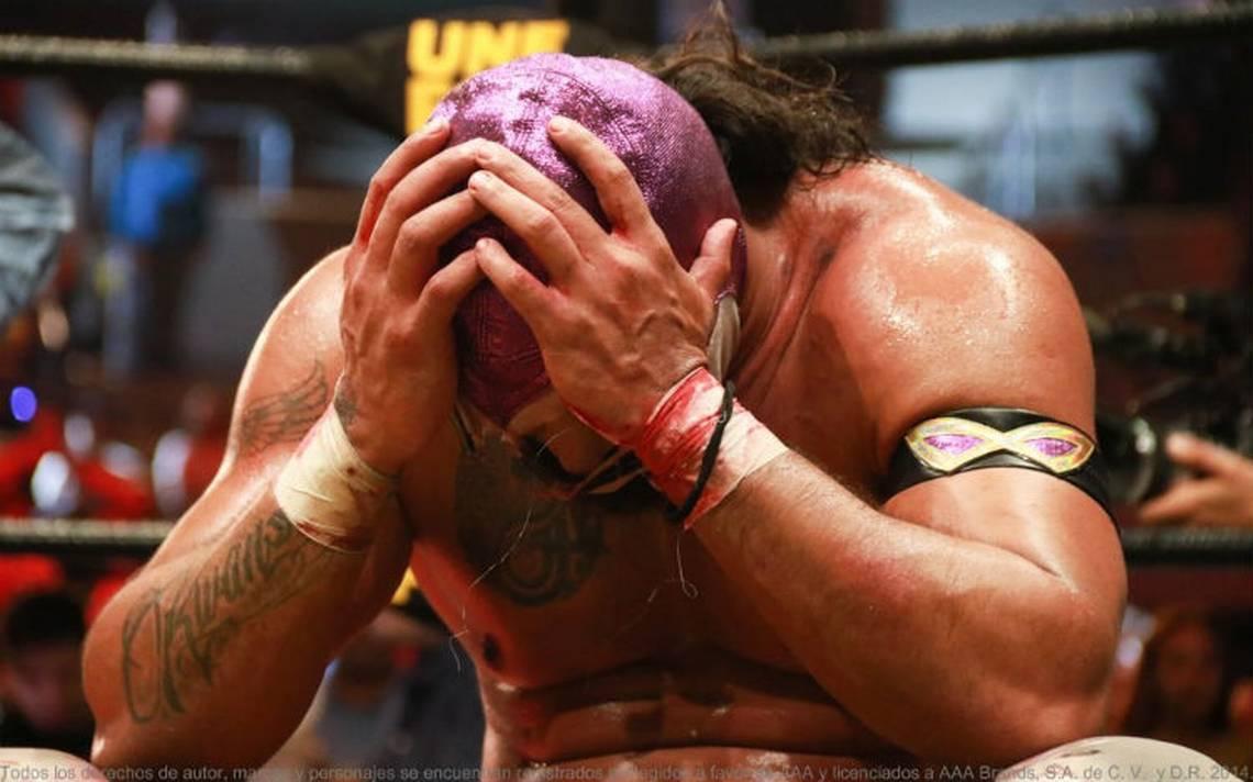 Hijo del Fantasma pierde su máscara y Faby Apache su cabellera en Triplemanía XXVI