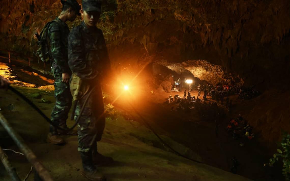 Niños de Tailandia inician lecciones de buceo para poder salir de cueva
