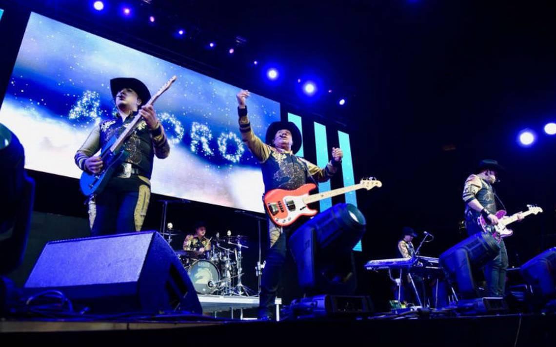 Bronco pone a bailar a Los Ángeles en su primera presentación en el Staples Center