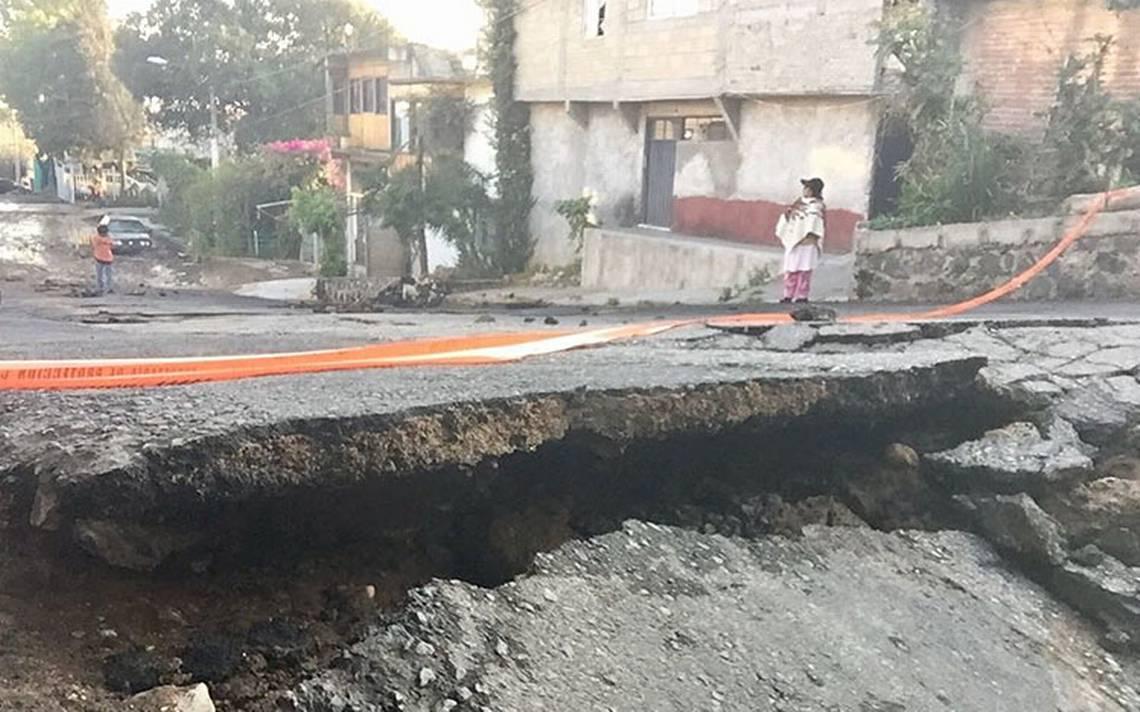 Fuga de agua provoca socavón en la colonia Héroes Padierna en Tlalpan