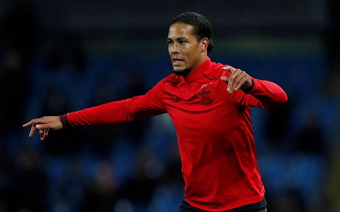 Liverpool ficha a Van Dijk por 100 mdd, récord mundial para un defensa