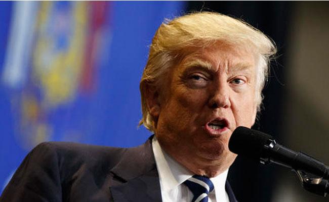 Trump insulta a líder demócrata en su ofensiva contra ObamaCare