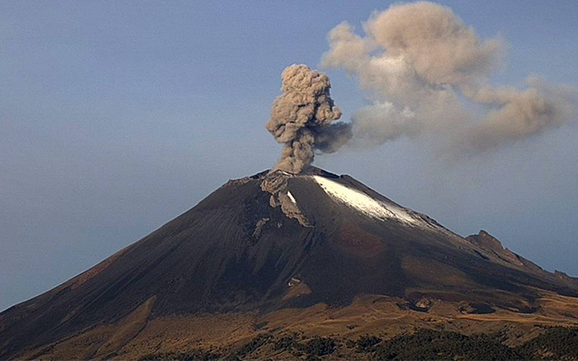 ContinA?an emisiones de ceniza del PopocatA�petl; van 67 exhalaciones en 24 hrs